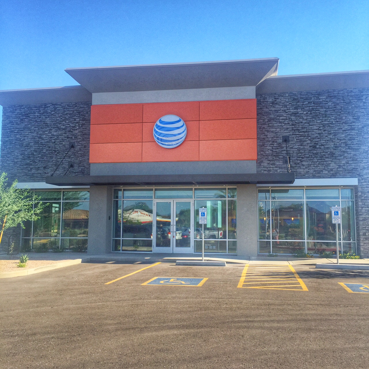 New AT&T Stores in Phoenix focus on Customer Experience!